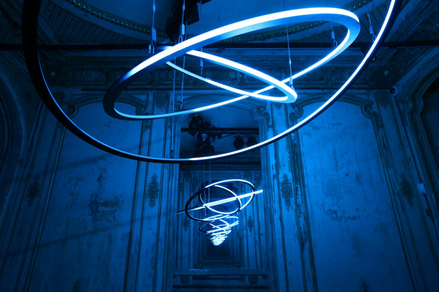 Circular Kinetic Lights