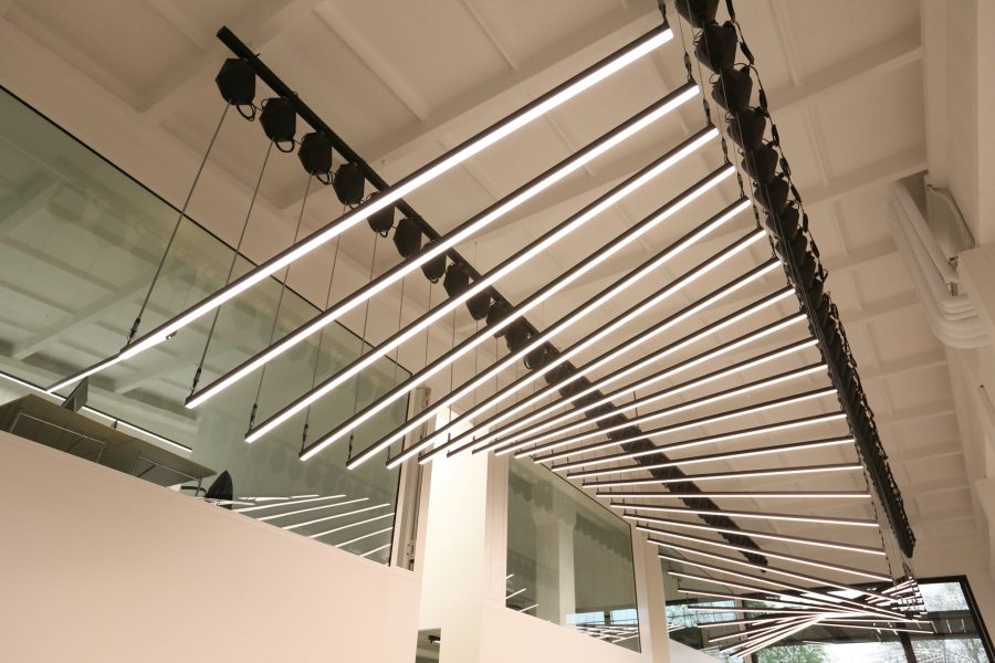 Linear Kinetic Lights